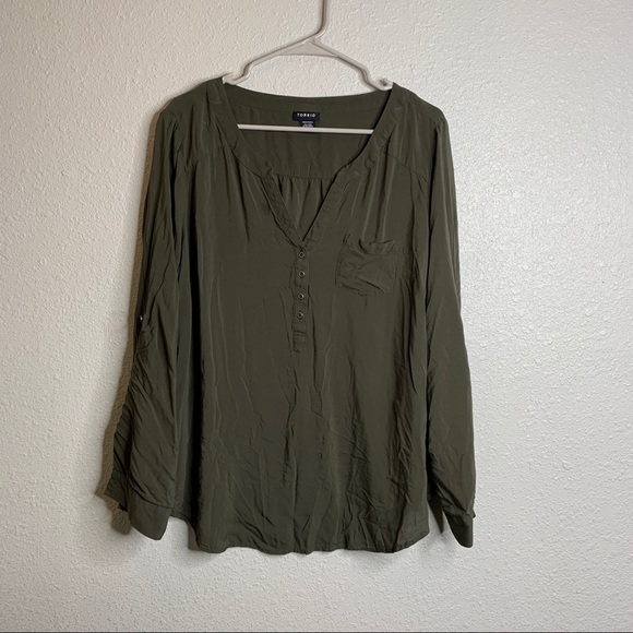 Green long sleeve top Torrid sz 1